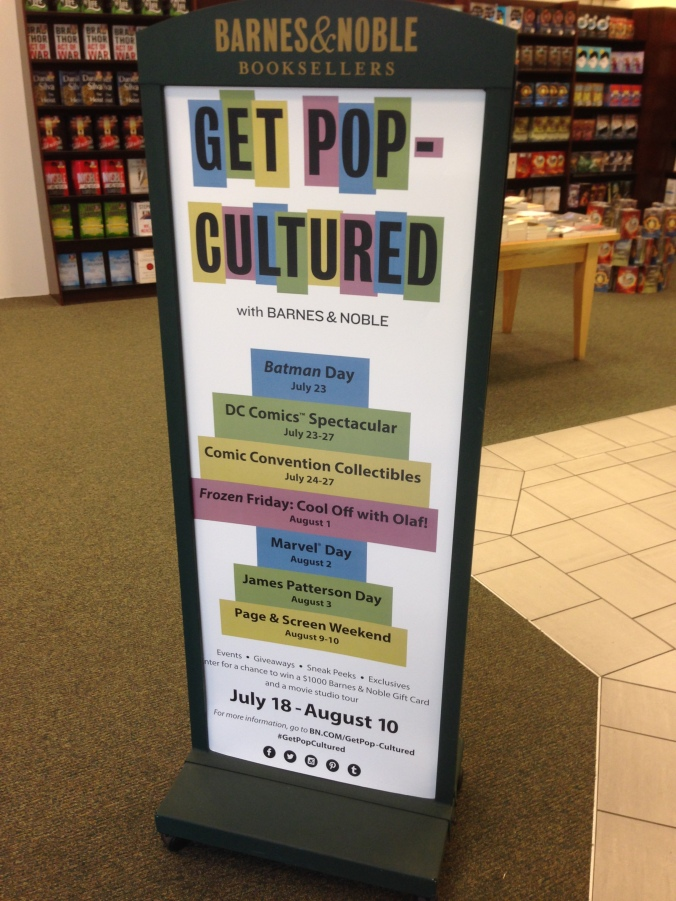 Incontri introduttivi sulla cultura pop alla libreria Barnes & Noble del centro commerciale The Grove di Los Angeles.