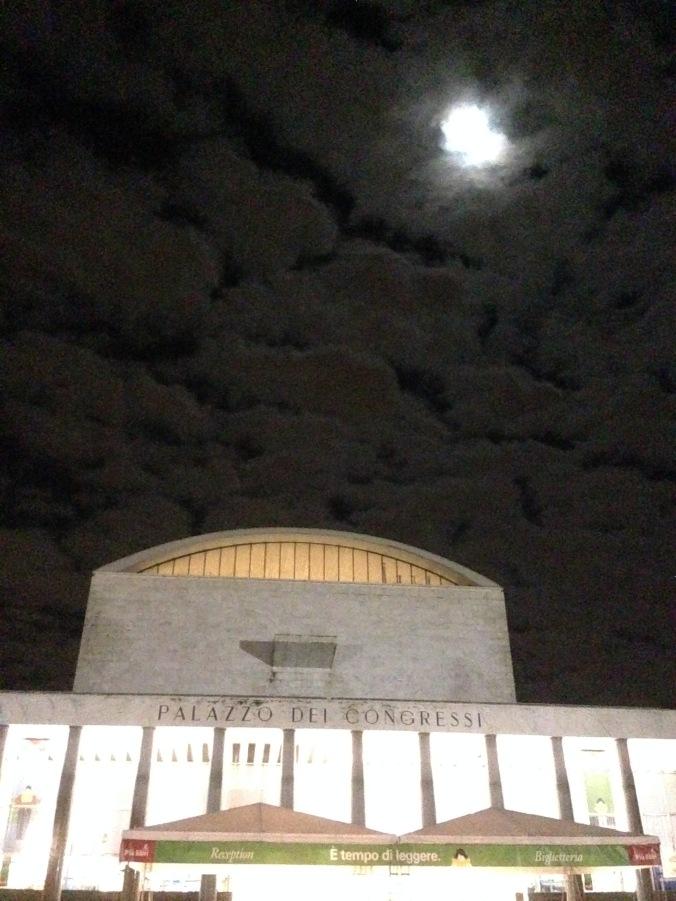 Più Libri Più Liberi si tiene nell'inquietante Palazzo dei Congressi dell'EUR.