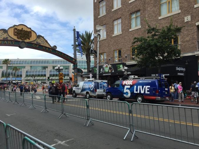 Emittenti TV in fila sulla Fifth Avenue